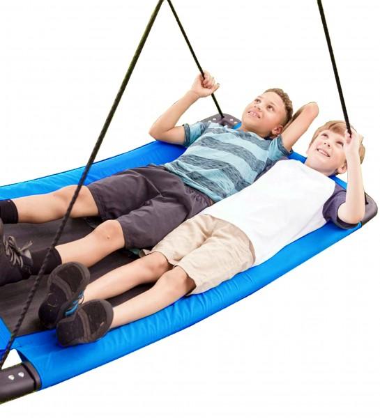 Mehrkind-Nestschaukel-blau-Garten-Schaukel-Kinder-Detailansicht-Kinder-liegen-auf-der-Schaukel-izzy-rcee-73237